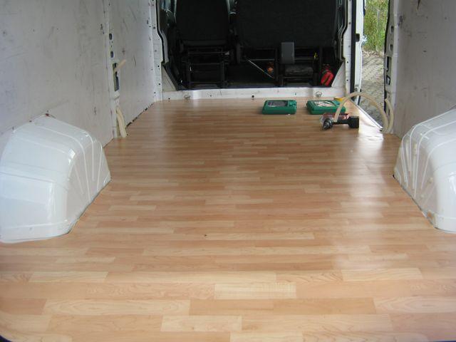 Bodenbelag und Grundgestell Bett / Boxen