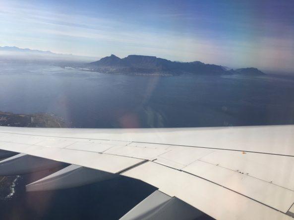 Kapstadt und Tafelberg beim Anflug